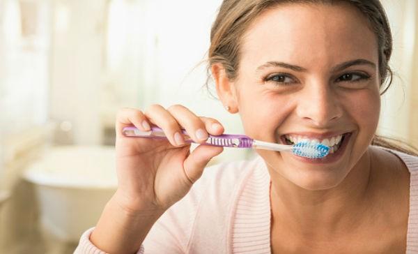 Cuidar los dientes fuera de casa